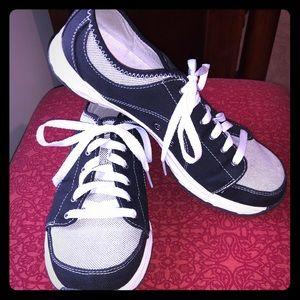 Dr Scholl's memory foam sneaker
